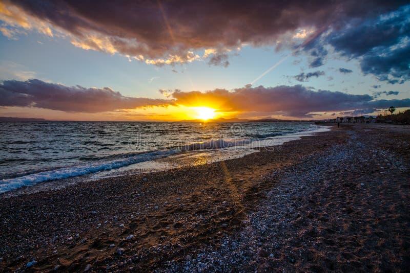 zmierzch przy morzem, plaża obraz stock