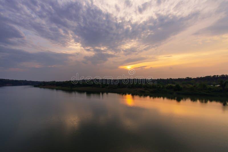 Zmierzch przy Mun rzek? zdjęcia stock