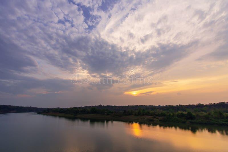 Zmierzch przy Mun rzek? zdjęcie stock