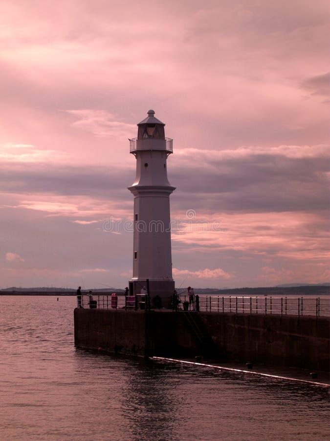 Zmierzch przy Newhaven latarnią morską w Edynburg, Szkocja, Zjednoczone Królestwo obrazy royalty free