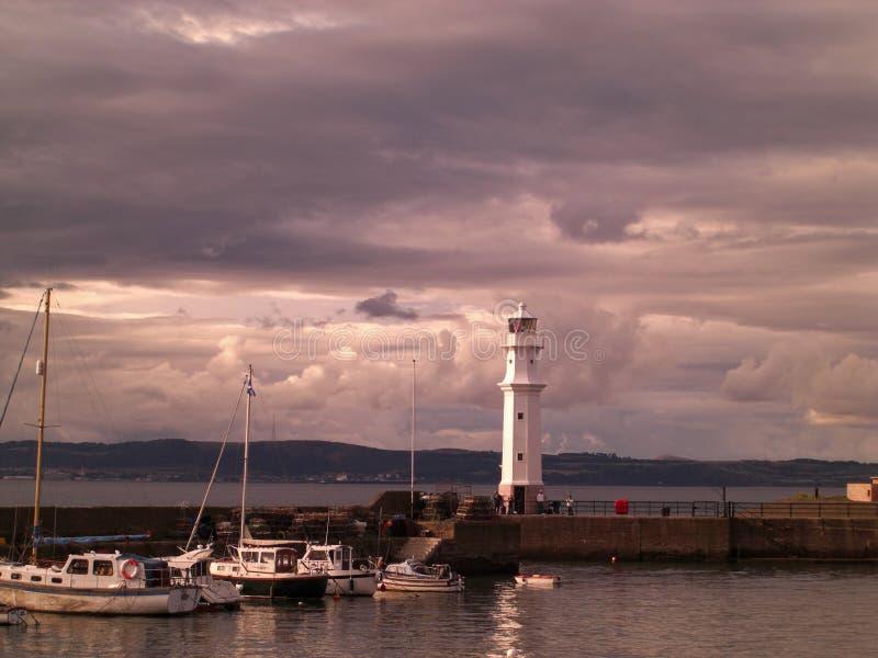 Zmierzch przy Newhaven latarnią morską w Edynburg, Szkocja, Zjednoczone Królestwo zdjęcia stock