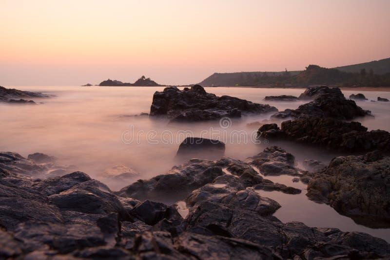 Download Zmierzch przy om plaży ind obraz stock. Obraz złożonej z sceniczny - 53779967
