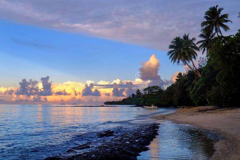 Zmierzch przy plażą na Taveuni wyspie, Fiji fotografia royalty free