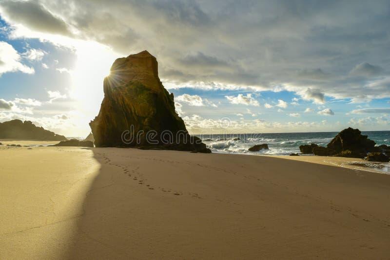 Zmierzch przy Santa Cruz plażą - Portugalia zdjęcie royalty free