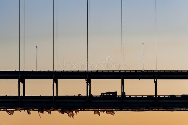Zmierzch przy Sherman Minton mostem rzeka ohio, Louisville, Kentucky & Nowy Albany -, Indiana zdjęcie stock