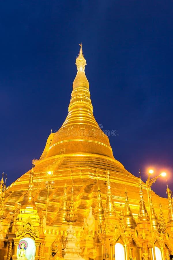 Zmierzch przy shwedagon pagodą, Yangon w Myanmar (Burmar) obraz royalty free