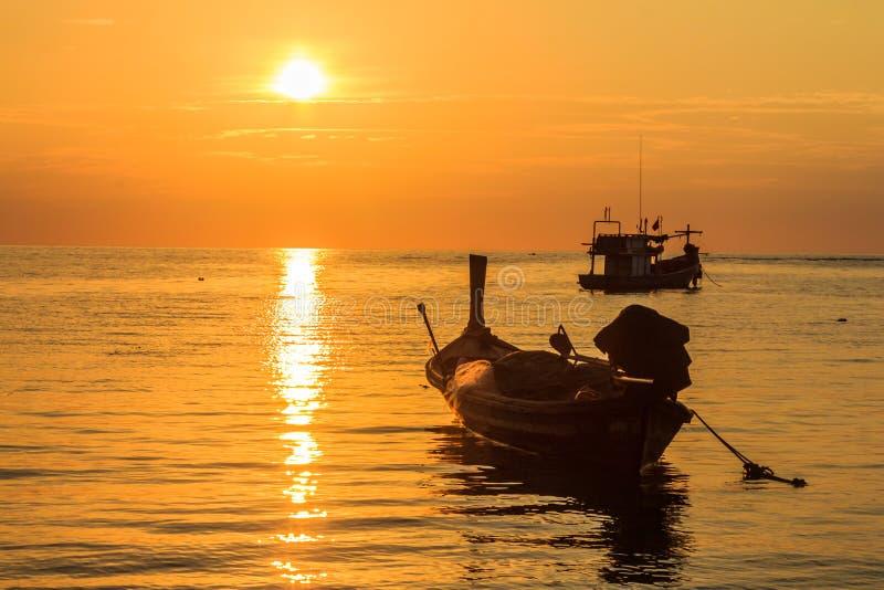 Zmierzch przy uderzenia Tao plażą, Phuket, Tajlandia obrazy stock