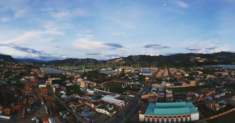 Zmierzch wśród gór w Cajica Kolumbia obrazy royalty free