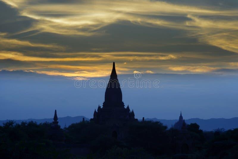 Zmierzch w Bagan świątyniach obrazy royalty free