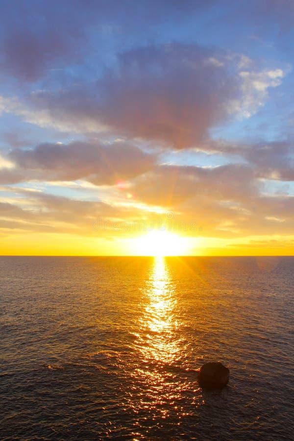 Zmierzch w morzu zdjęcie royalty free