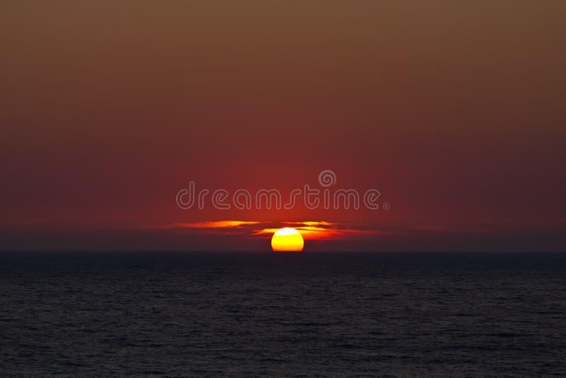 Zmierzch w morzu na Corfu zdjęcia stock