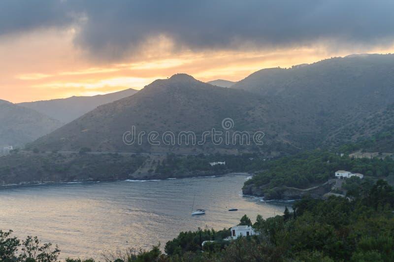 Zmierzch w nakrętce Norfeu, Naturalny park w Costa Brava catalonia zdjęcia royalty free