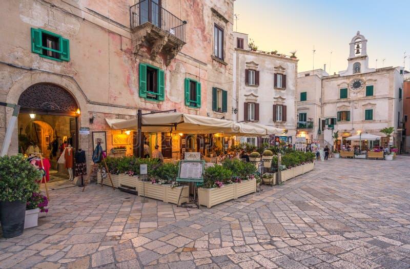 Zmierzch w Polignano klacz, Bari prowincja, Apulia, południowy Włochy zdjęcie royalty free