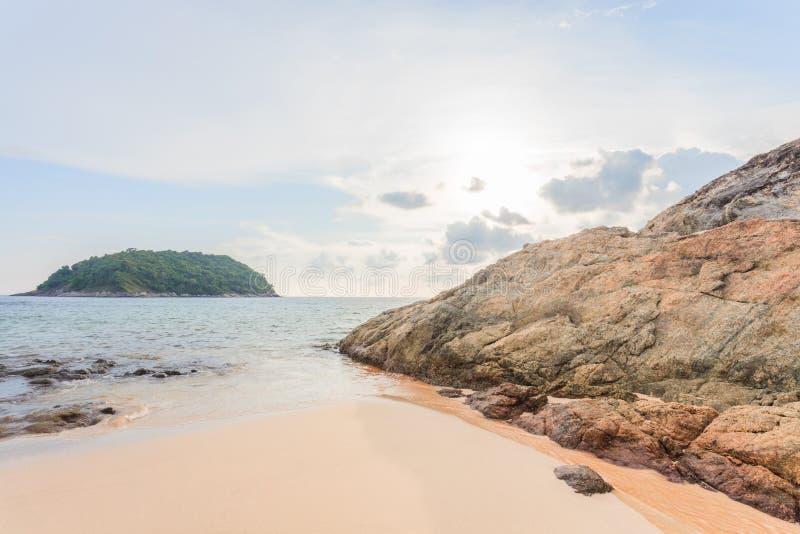 Zmierzch w popołudniu przy Yanui plażą w Phuket wyspie, Tajlandia zdjęcia stock