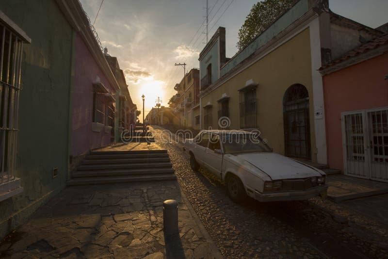 Zmierzch w starym kolonialnym mieście Ciudad bolivar, Wenezuela obrazy royalty free