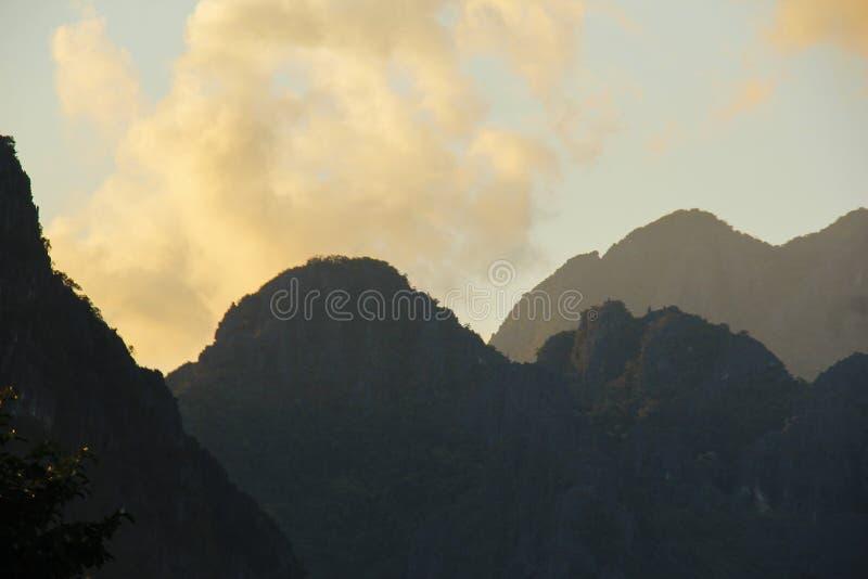 Zmierzch w Vang Vieng obrazy royalty free