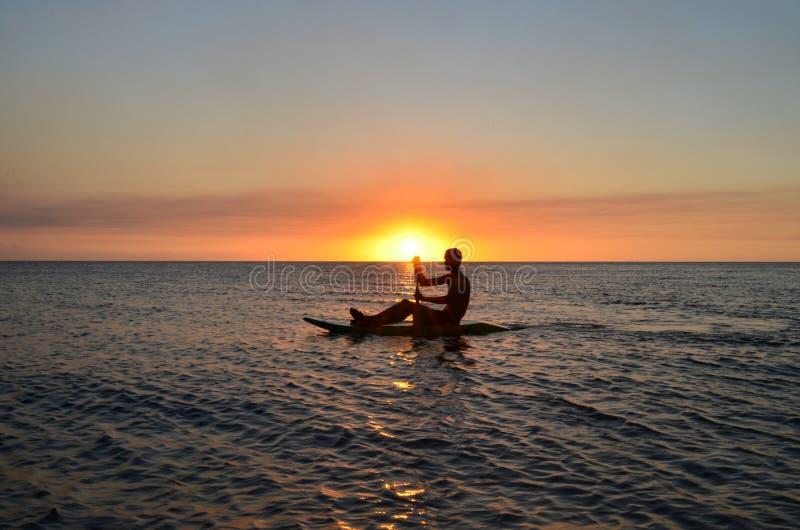 Zmierzch w Vatia plaży, Viti Levu wyspa, Fiji zdjęcia royalty free