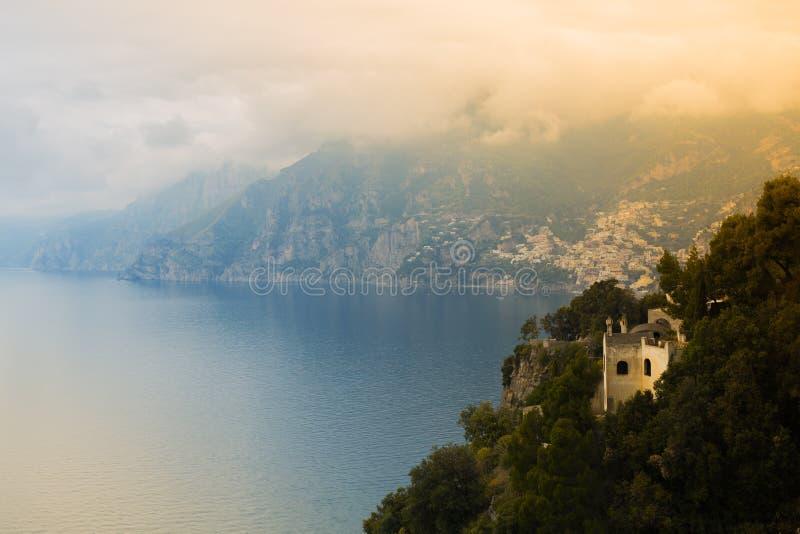 Zmierzch widzieć od Positano miasteczka na Amalfi wybrzeżu, Włochy zdjęcie stock