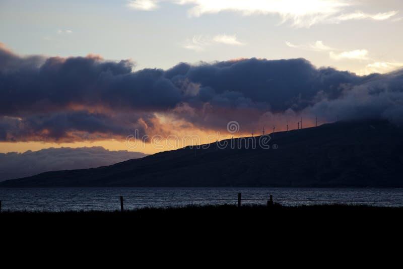 Zmierzch z burzy chmurami na Maui zdjęcie royalty free
