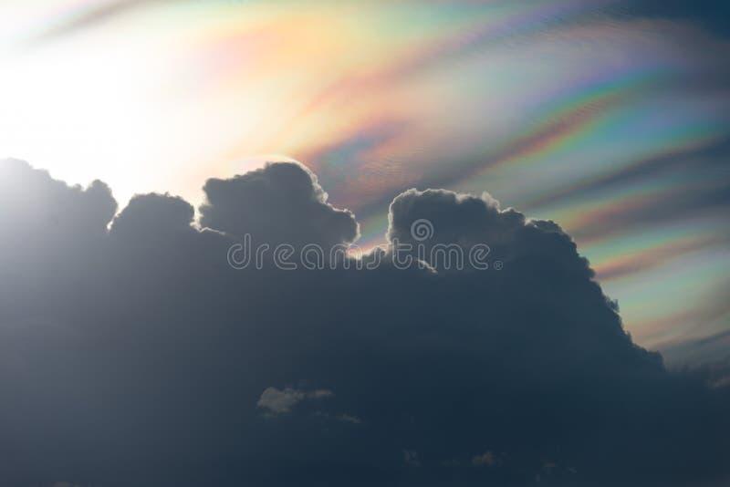 Zmierzch z tęczy chmurą zdjęcia stock