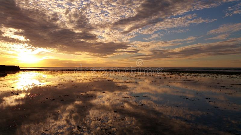 Zmierzch z Trisel plaży, Exmouth, zachodnia australia zdjęcie stock