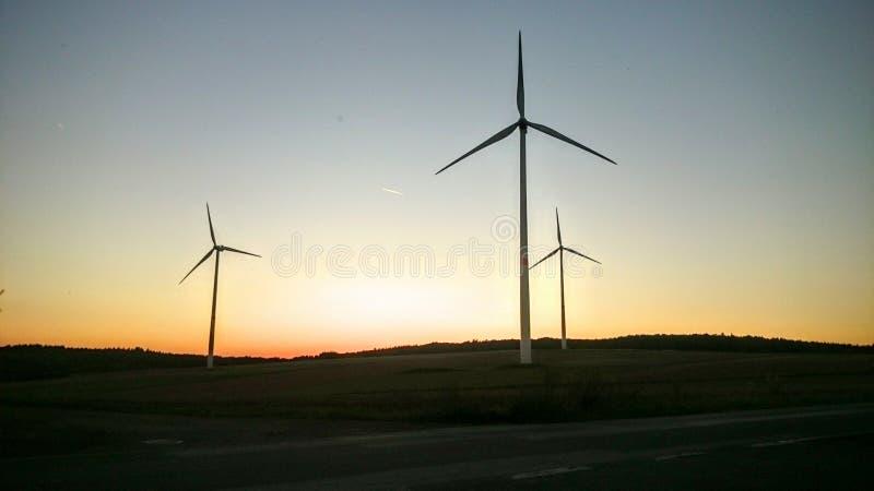 Zmierzch za silnikiem wiatrowym obrazy royalty free