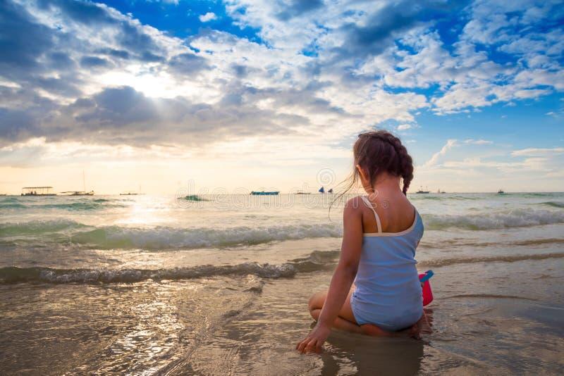 Zmierzchu Boracay biali piaski plażowy Filipiny obraz stock
