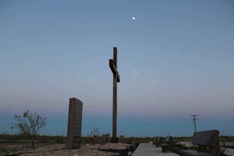 ZMIERZCHU chrześcijanina krzyż fotografia royalty free