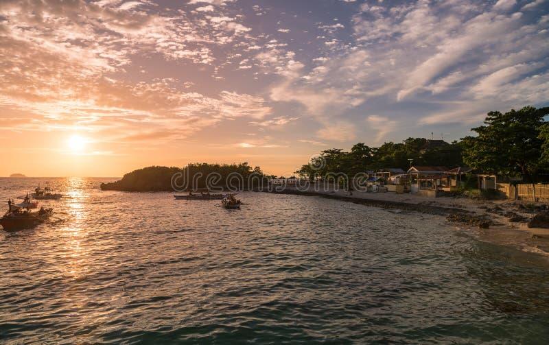 Zmierzchu czas w Malapascua wyspie Zmierzchu kolorowy niebo zdjęcia royalty free
