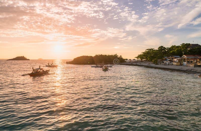 Zmierzchu czas w Malapascua wyspie Zmierzchu kolorowy niebo obraz royalty free