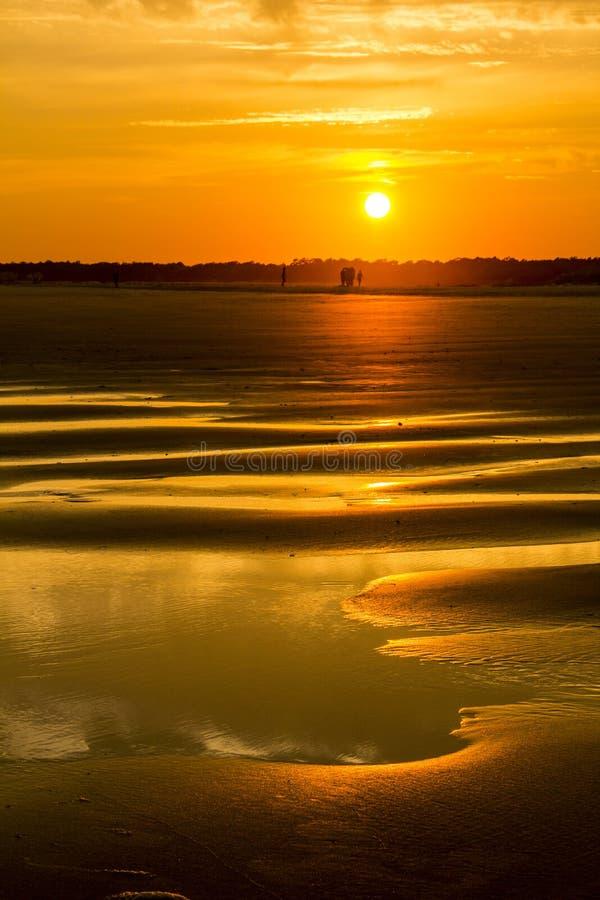 Zmierzchu Holden plaży sylwetka obrazy stock