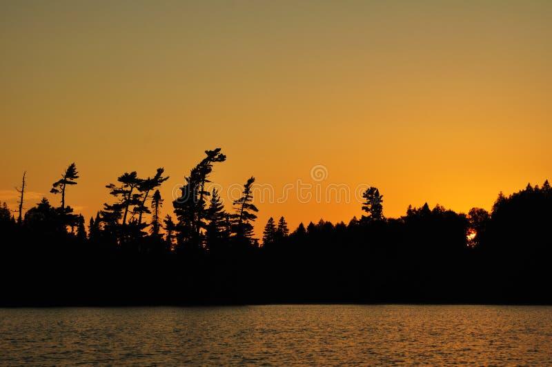 zmierzchu jeziorny daleki pustkowie zdjęcia stock