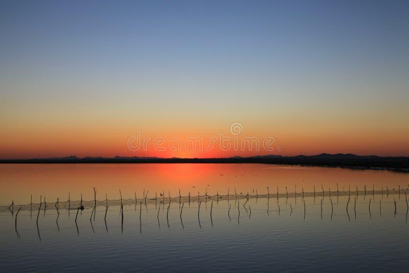 Zmierzchu kolor w jeziorze w północnym wschodzie Chiny obrazy stock