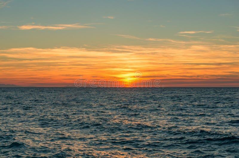 Zmierzchu krajobraz z morzem seascape obrazy royalty free