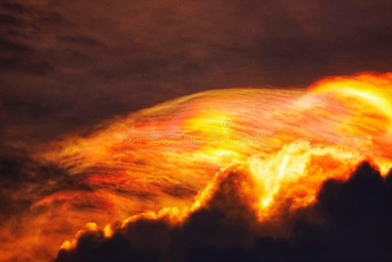 Zmierzchu Mroczny pomarańczowy niebo widzii piękną purpurową naturę płaski tło obrazy royalty free
