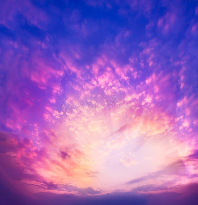 Zmierzchu nieba błękita menchie zdjęcie stock