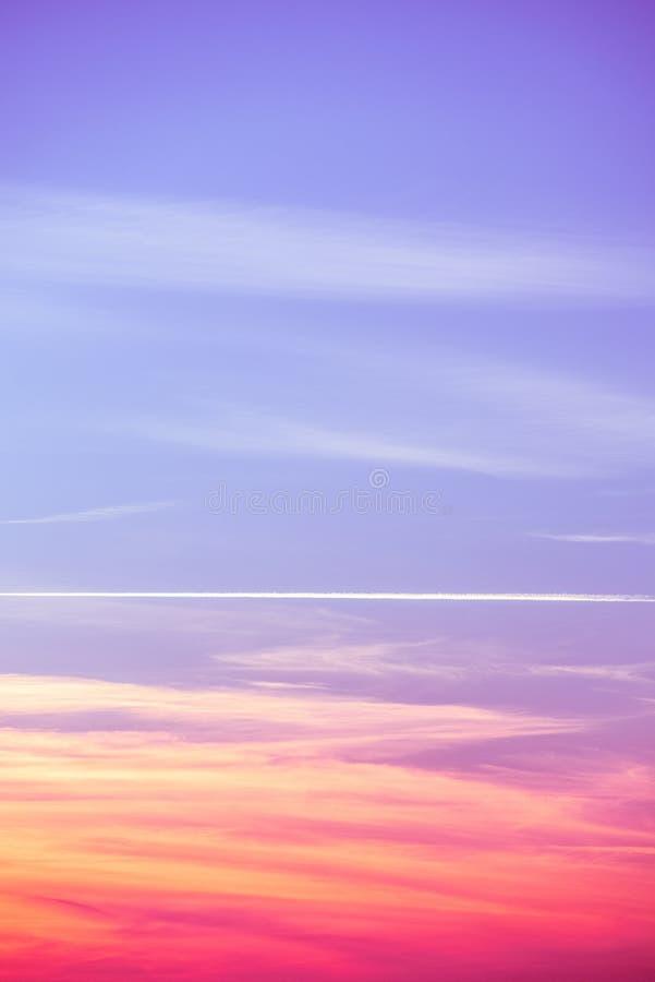 Zmierzchu nieba colours - błękit, kolor żółty, pomarańcze, purpura, czerwień, ono wałkoni się fotografia royalty free