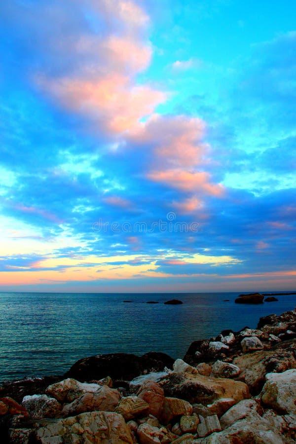 Zmierzchu niebo nad morzem obraz royalty free