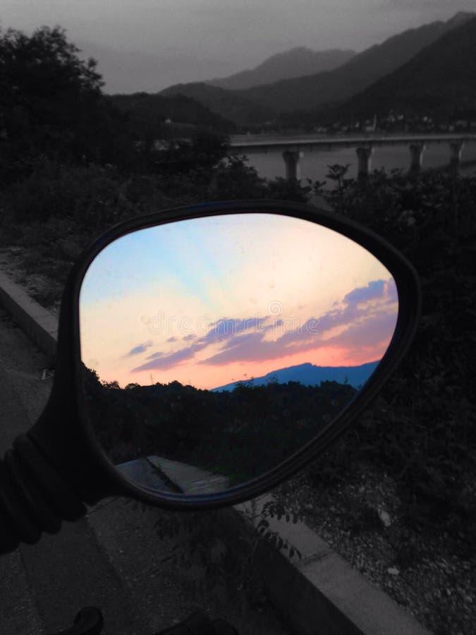 Zmierzchu odbicie w lustrze obraz stock