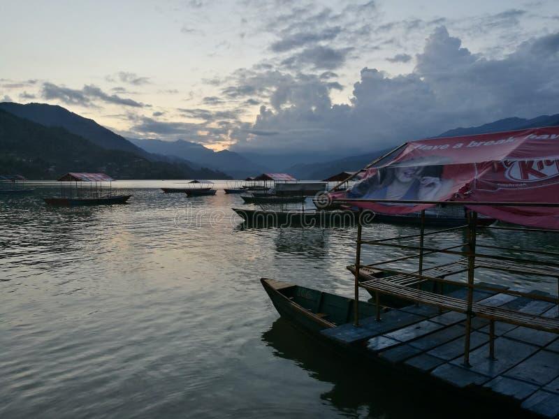 Zmierzchu phewa jeziorny Pokhara Nepal fotografia stock