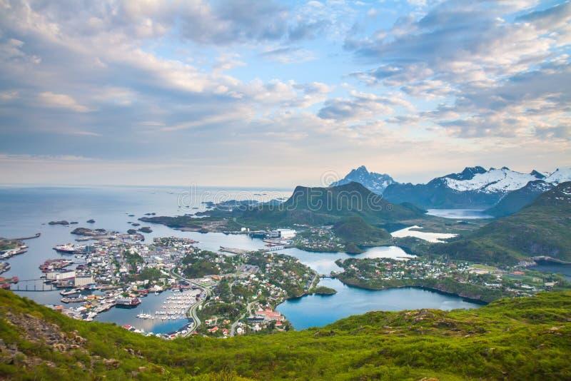 Zmierzchu powietrzny panoramiczny widok na Svolvaer Lofoten fotografia royalty free
