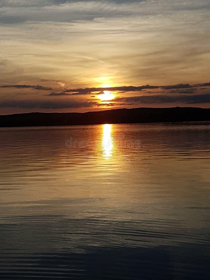Zmierzchu Velence jeziorny słońce iść puszek fotografia royalty free