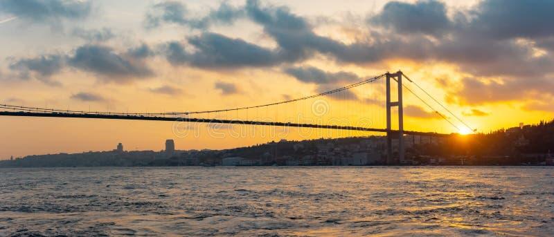 Zmierzchu widok Bosphorus sułtanu Mehmet most w Istanbuł, Turcja obraz royalty free