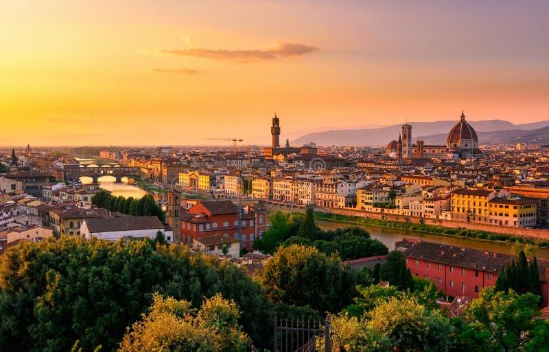 Zmierzchu widok Florencja, Ponte Vecchio, Palazzo Vecchio i Florencja Duomo, zdjęcia royalty free