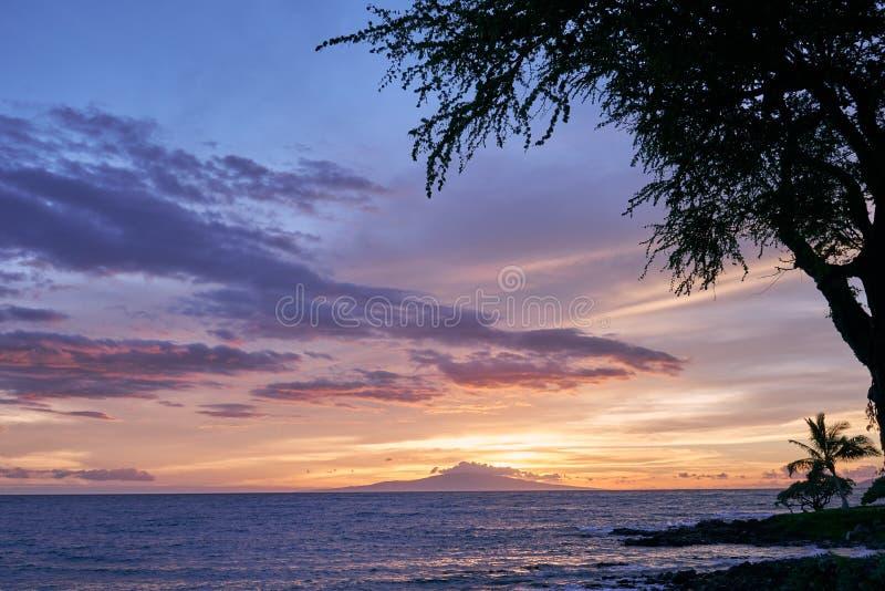 Zmierzchu widok ocean przy Hawaje i wyspa, usa zdjęcie royalty free