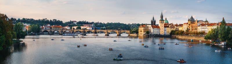 Zmierzchu widok Praga quay, republika czech fotografia royalty free