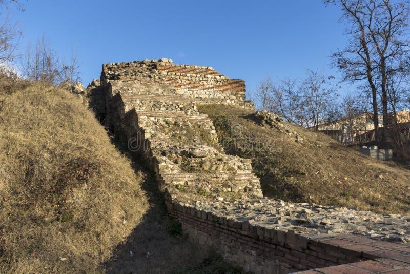 Zmierzchu widok ruiny fortyfikacje antyczny Romański miasto Diocletianopolis, Hisarya, Plovdiv region, Bułgaria fotografia stock