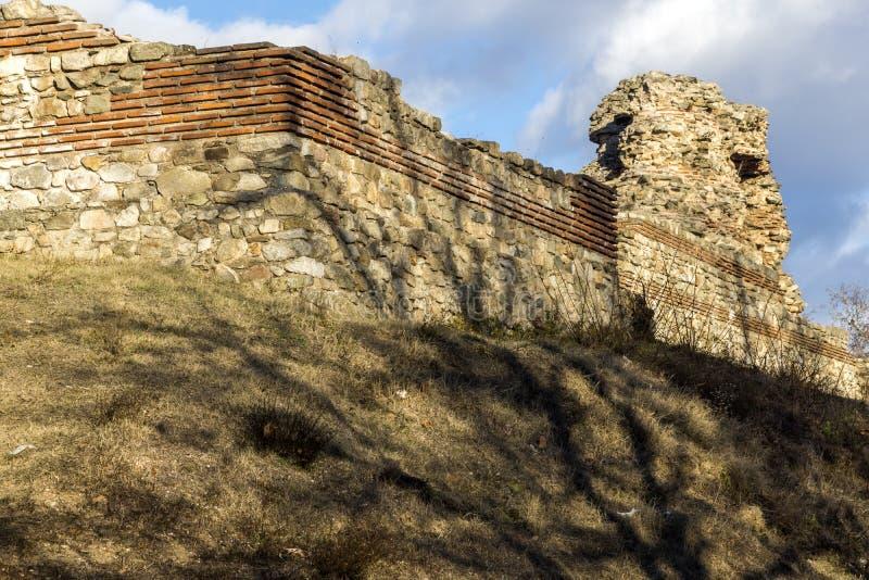 Zmierzchu widok ruiny fortyfikacje antyczny Romański miasto Diocletianopolis, Hisarya, Plovdiv region, Bułgaria fotografia royalty free