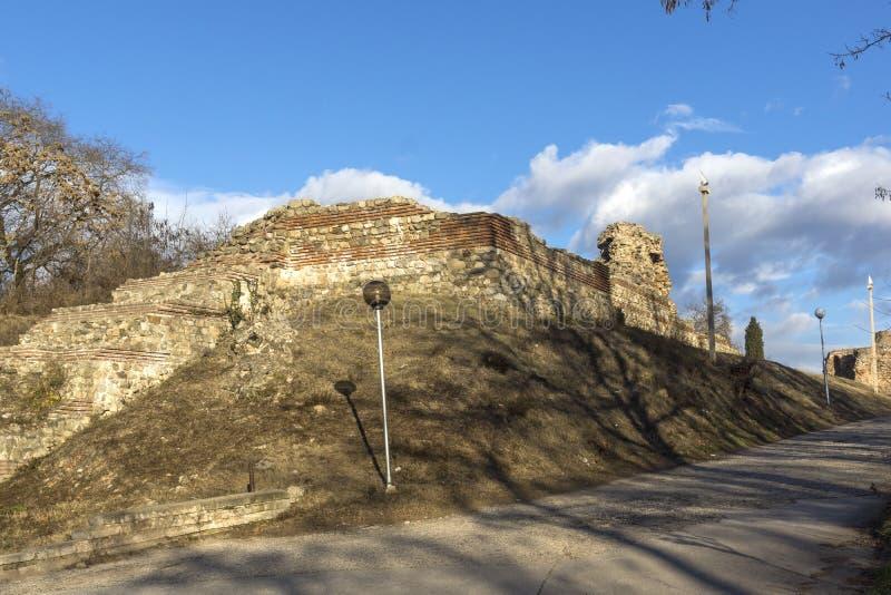 Zmierzchu widok ruiny fortyfikacje antyczny Romański miasto Diocletianopolis, Hisarya, Plovdiv region, Bułgaria obrazy royalty free
