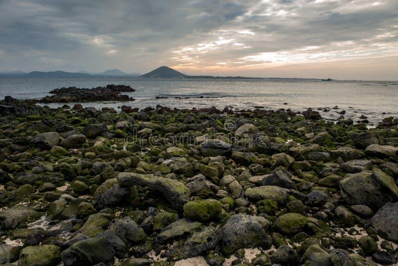 Zmierzchu widok Sanho plaża Seobinbaeksa przy Udo wyspy krowy wyspą zdjęcie stock